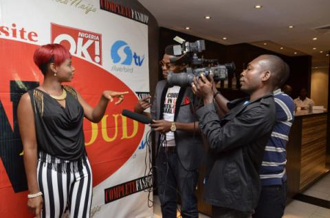 LPYemi Alade interviewed by press on the LoudNProudLive red carpet