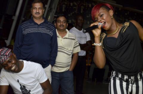 LPYemi Alade sings to music artist Tosin Martins