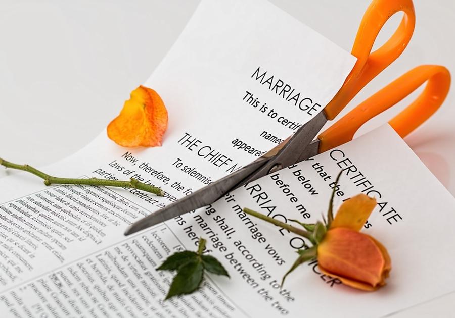 Moving On After a Divorce - 8 Things You Should Know