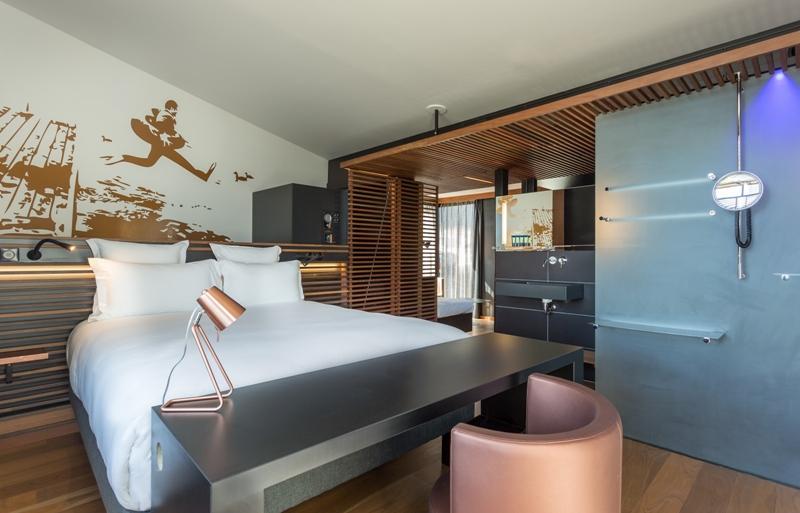 A Floating Hotel in Paris - off horizon suite