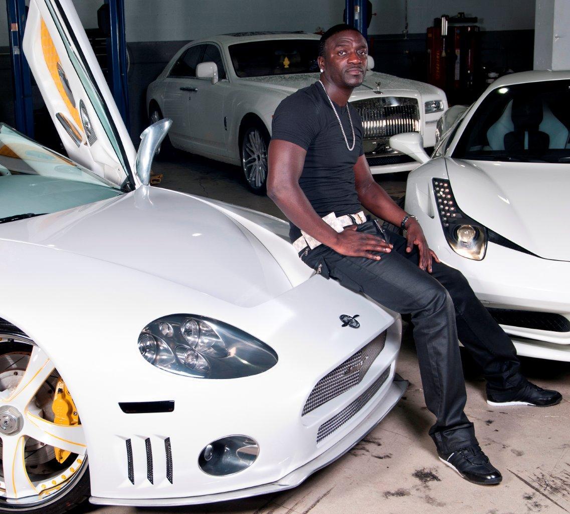 Celebrity Cars - Akon and his Porsche Panamera, Ferrari 458 Italia